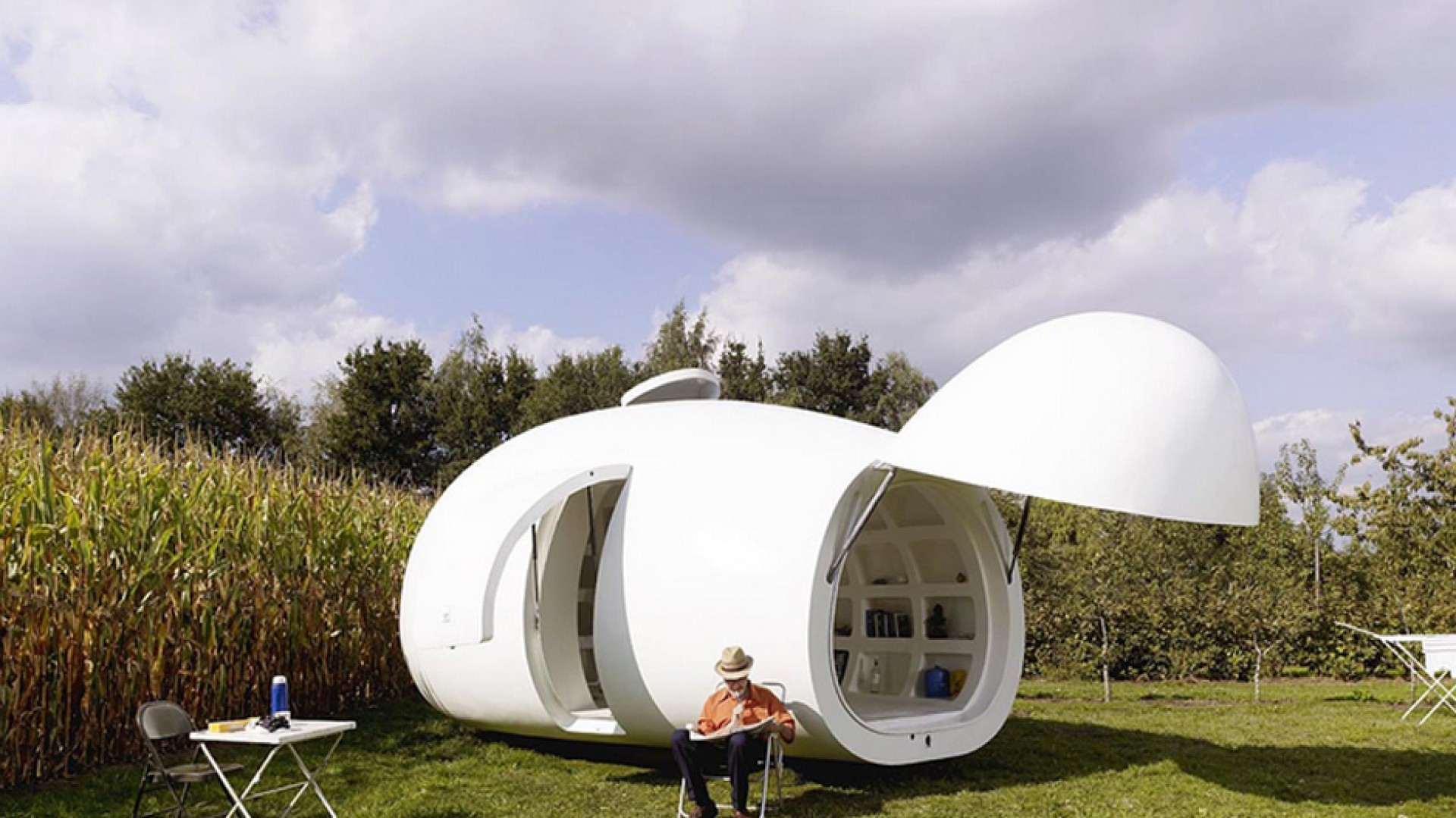 Pomysł belgijskiej pracowni projektowej dmvA. Kabina Blob VB3 w kształcie jaja powstała dzięki inspiracji ideą wolności. Fot. dmvA
