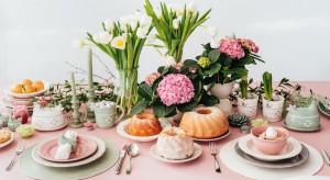 Już za kilka dni zasiądziemy w rodziną do najważniejszego w roku śniadania. Pamiętajcie, że nie tylko potrawy decydują o charakterze świątecznego stołu, ale także piękne nakrycia: porcelana, dekoracje, tekstylia.