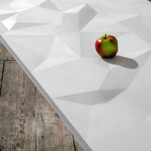 Wykonany z Corianu stół TAKKA stworzony we współpracy z Krystianem Kowalskim i Pawłem Jasiewiczem dla firmy DuPont.