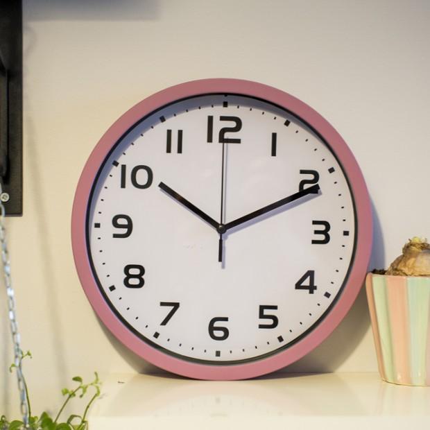 Praktyczne dodatki: zegary ścienne i stojące