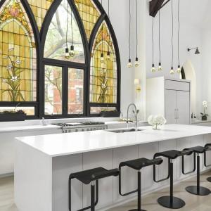 Kuchnia pełni jednoczesnie funkcję poręcznej jadalni. Projekt: Linc Thelen Design. Fot. Jim Tschetter