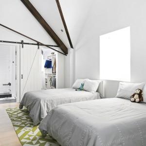 Pokoje dzieci także zaplanowano z pomysłem. Projekt: Linc Thelen Design. Fot. Jim Tschetter