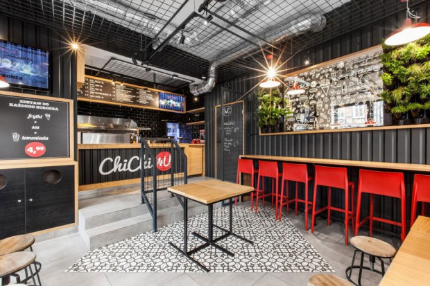 Poznańska Wilda wzbogaciła się o nowe pyszne miejsce, które zaspokoi apetyty miłośników soczystych burgerów i oryginalnych belgijskich frytek - ChiChi 4U. Do współpracy przy aranżacji wnętrz zaproszono architektów z pracowni Mode:lina.