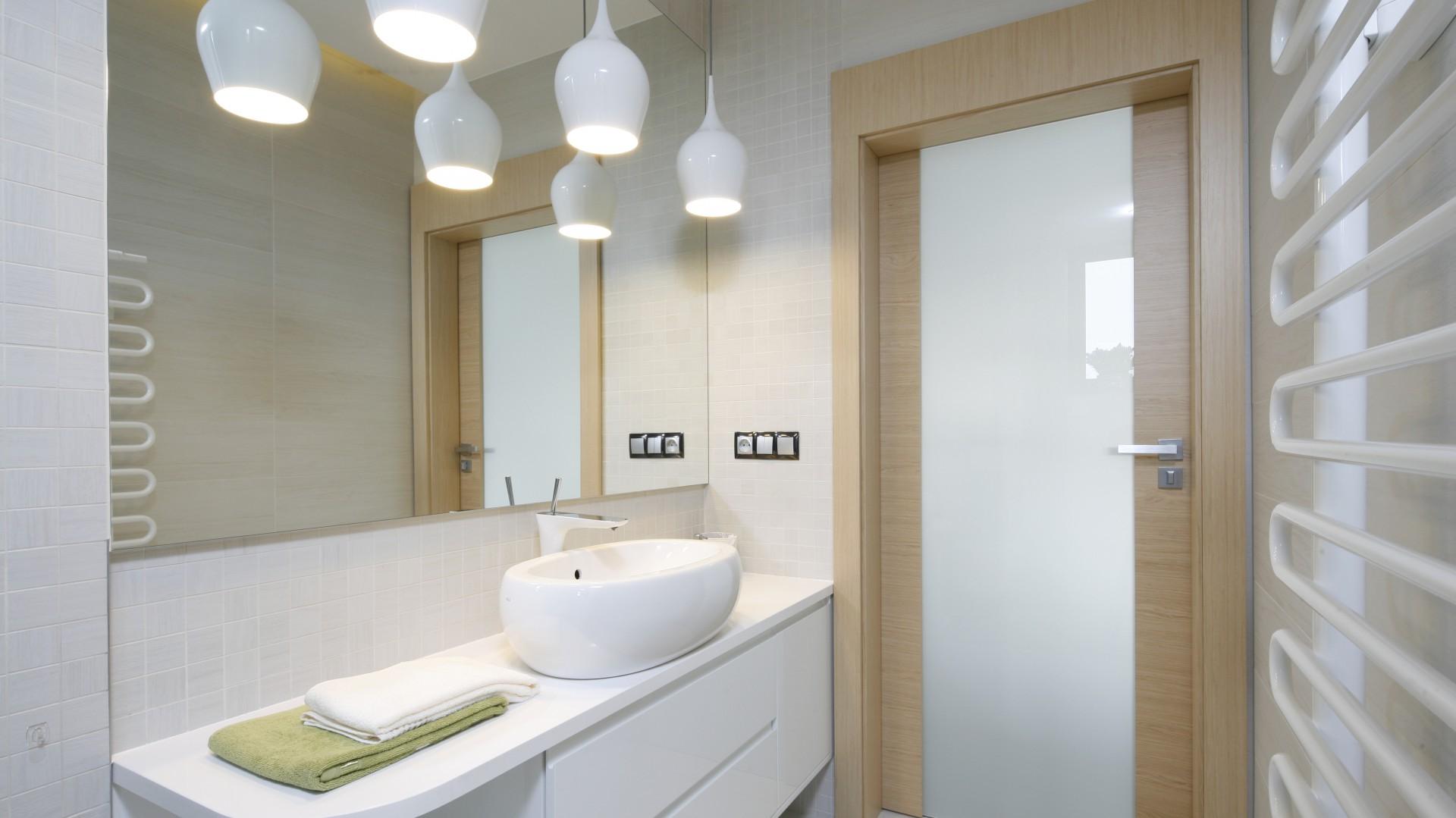 Biała łazienka 10 Pięknych Projektów