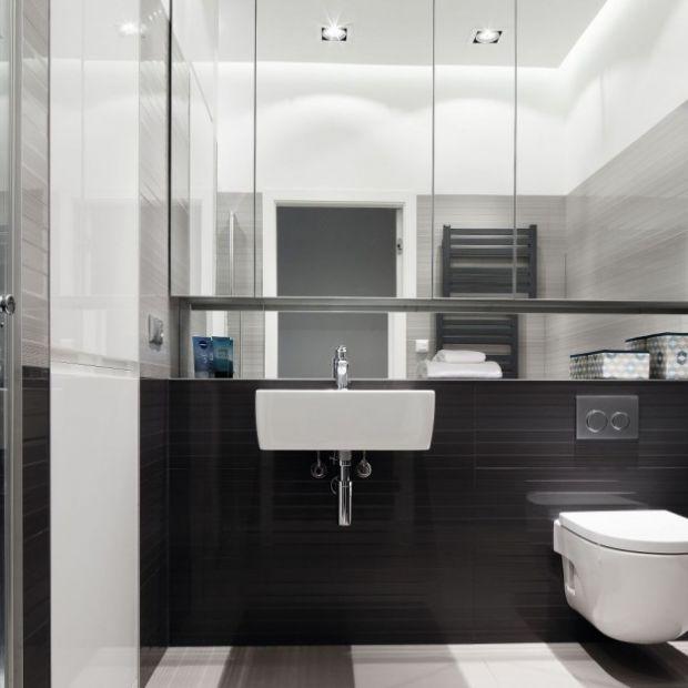 Meblujemy łazienkę: lustrzane szafki górne