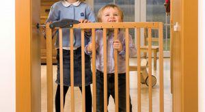 Istnieją sposoby chroniące najmłodszych przed ewentualnymi domowymi wypadkami. Możliwość taką dają łatwe w montażu barierki zabezpieczające, które ograniczają dostępną dla dziecka przestrzeń do wyznaczonego przez nas obszaru.