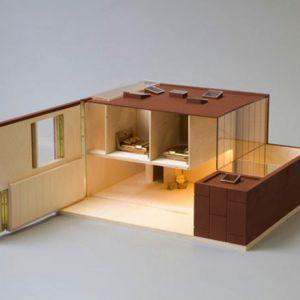 Designerskim modelem jest również domek studia David Adjaye Associates, wyróżniający się mebelkami w kolorze złota.Fot. www.thegrid.soup.io
