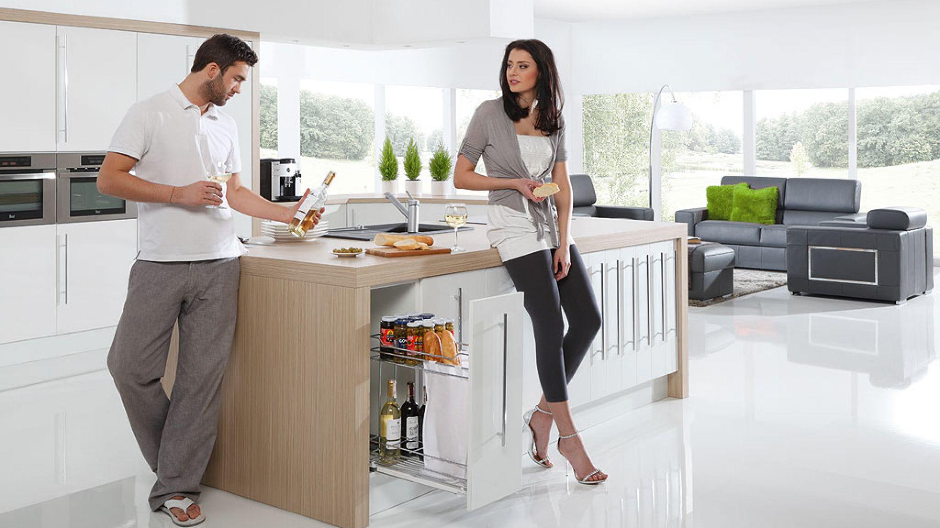 Akcesoria do mebli kuchennych. Fot. Rejs