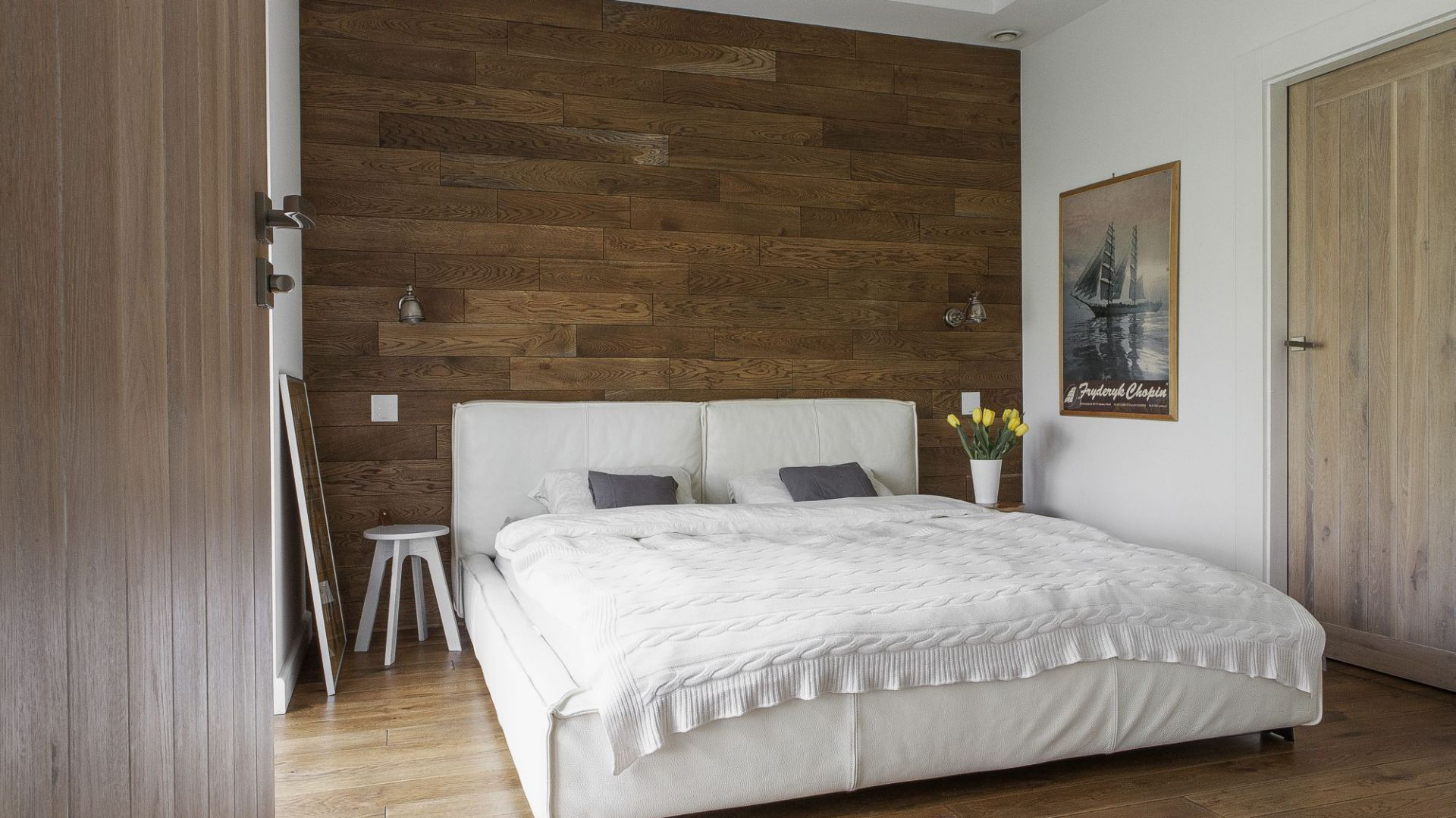 Łóżko w sypialni. Projekt: Anna Nowak-Paziewska. Fot. Emi Karpowicz