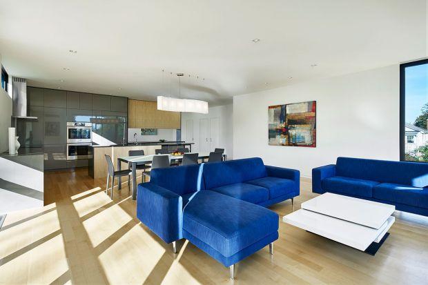 Kolor w salonie idealnie wpisuje się w wiosenną aurę za oknem i - co ważniejsze - idealnie współgra z modną, nowoczesną aranżacją salonu.