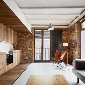 Wnętrze w stylu rustykalnym. Projekt: MESURA, Partners in Architecture. Fot. José Hevia