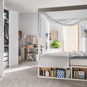 Kolekcja mebli 4YOU dopasowuje się do potrzeb użytkownika, dlatego przestrzeń sypialni można optymalnie zagospodarować. Od 2.128 zł (łóżko). Fot. Vox