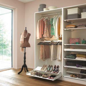 Seria akcesoriów do garderoby LIBELL pozwoli funkcjonalnie zagospodarować nawet najmniejszą szafę. Wycena indywidualna. Fot. Peka