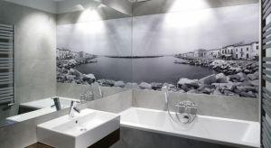 Fototapeta to oryginalny i niedrogi pomysł na piękną aranżację łazienki. Możemy wybierać spośród wielu wzorów lub zaprojektować ją samodzielnie - zamawiając odpowiedni nadruk zdjęcia.