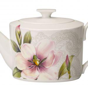 Porcelanowy dzbanek z orientalnej kolekcja QUINSAI GARDEN ozdobionej motywem kwiatów ze słynnego ogrodu. 529 zł. Fot.  Villeroy&Boch