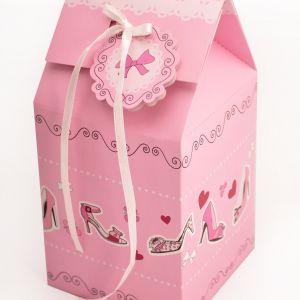 Urocze pudełka prezentowe CAKE IN THE CITY na babeczkę lub inne słodkie wypieki. 23 zł/2 szt.. Fot. Birkmann