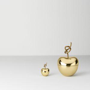 KNOTTED CHERRY SMALL to pudełeczko na pierścionek, BIG – szkatułka na biżuterię z polerowanego mosiądzu. Projekt Nika Zupanc. Od 379 zł. Fot.  Ghidini 1961 / Kooku Design
