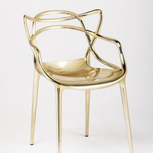Krzesło MASTERS (proj. Philippe Starck & Eugeni Quillet) w metalizowanej szacie prezentuje się ekskluzywnie. 1.720 zł. Fot. Kartell