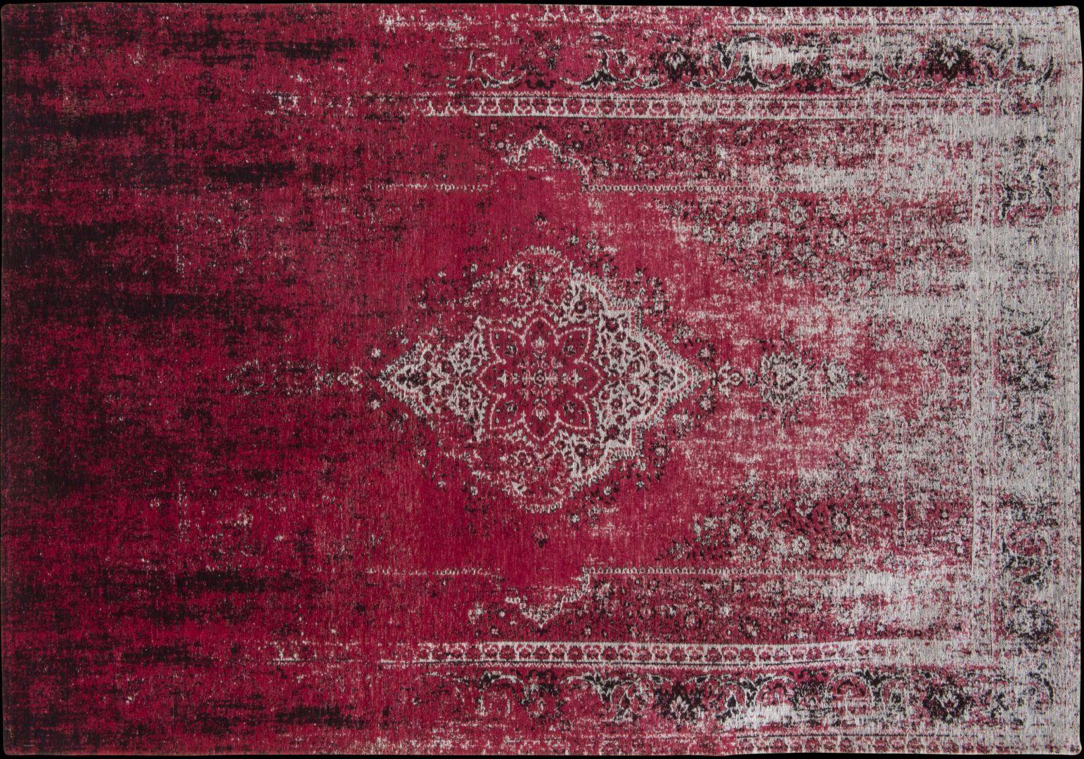 Dywan naturalny ORIENT w kolorze czerwonym; poddany procesowi szlachetnego postarzenia, by uzyskać efekt Modern Vintage. Fot. Louis De Poortere