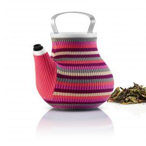 """Czajniczek na herbatę MY BIG POT TEA w uroczym """"sweterku"""" z dzianiny, który pomaga utrzymać wysoką temperaturę naparu. Pojemność: 1,5 l. Fot. Eva Solo"""