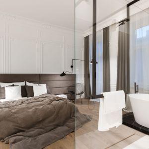Z bielą kontrastują czarne baterie łazienkowe Zucchetti oraz geometryczna konstrukcja podtrzymująca szklaną osłonę prysznica. Fot. Hamish Cox