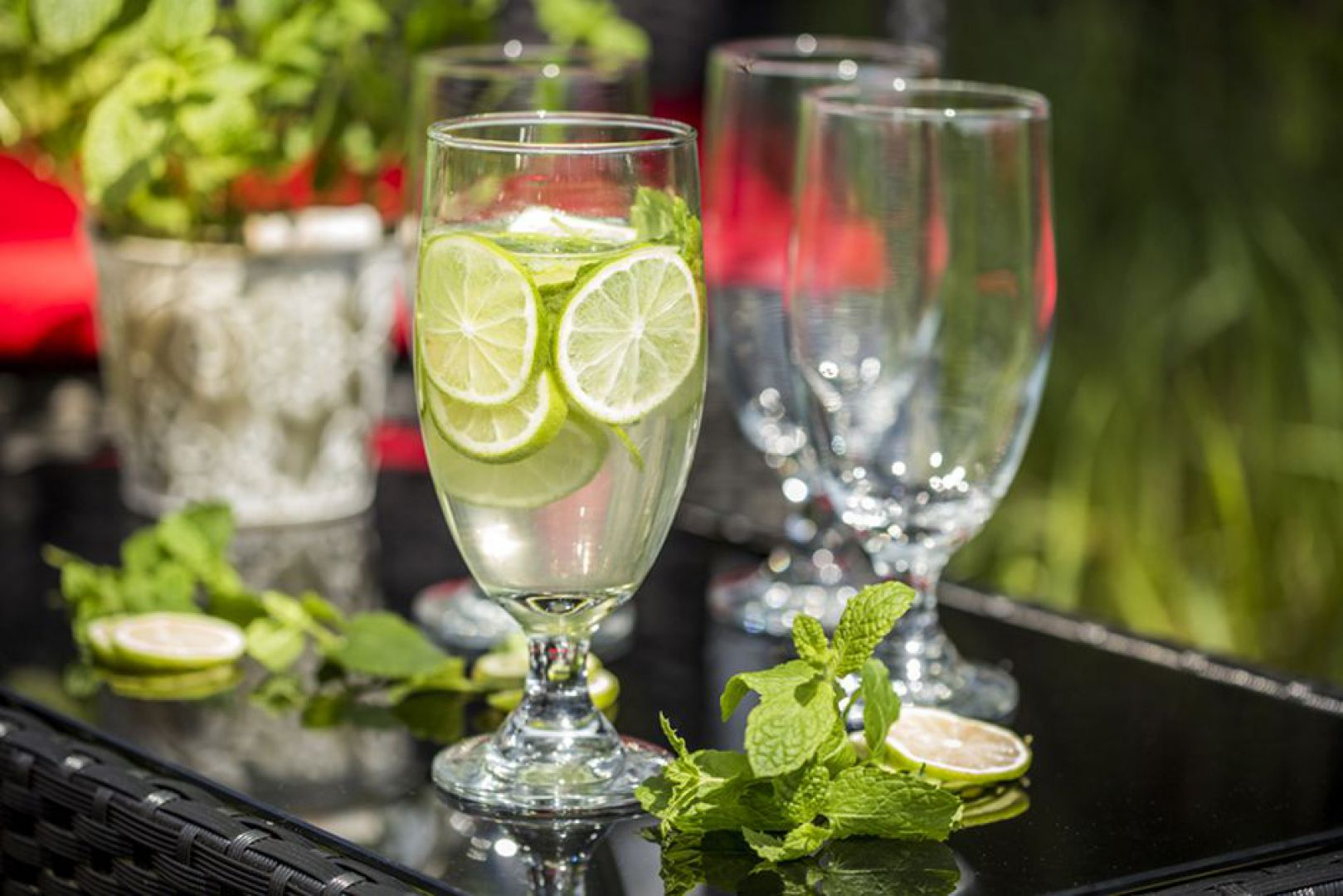 Naczynia szklane na wiosenne przysmaki. Fot. Galicja dla Twojego Domu