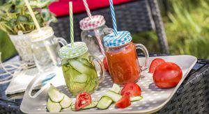 Szklane naczynia wypełnione zawartością w żywych, wiosennych barwach staną się również estetyczną ozdobą tarasów, balkonów i ogrodów.