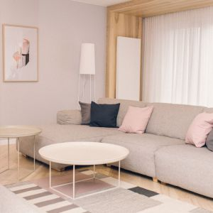 Przestronny apartament dla rodziny. Projekt: Magdalena Koszczuk, Pracownia Louba. Fot. Louba