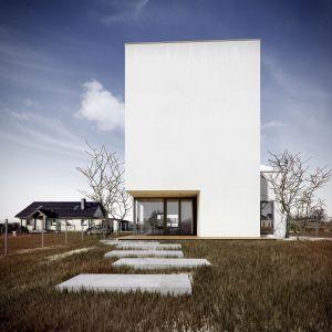 Dzięki użytym materiałom i sposobowi osadzenia okien, dom spełnia wymogi stawiane budynkom energooszczędnym. Fot. Kluj Architekci