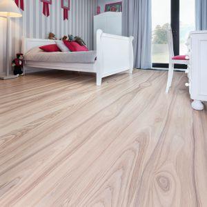 Drewniana podłoga - idealna do mieszkania alergika.  Fot. Marchewka