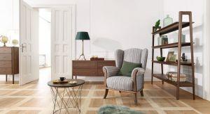 Efektowny stolik kawowy albo kompozycja dwóch czy trzech takich mebli potrafi być prawdziwą ozdobą salonu czy kącika do czytania. O czym warto pamiętać wybierając taki mebel?