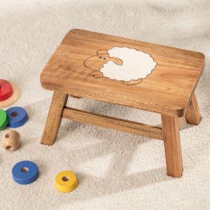 Meble i zabawki dla dziecka. Taboret prostokątny Small Sheep. Fot. Dekoria.pl