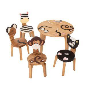 Meble i zabawki dla dziecka. Zestaw Animals: stolik i 4 krzesełka. Fot. Dekoria.pl