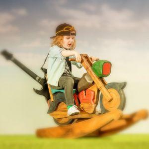 Meble i zabawki dla dziecka. Bujak Easy Rider. Fot. Dekoria.pl