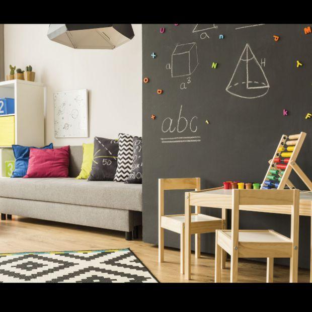 Kreatywna ściana w pokoju dziecka: lakier tablicowy