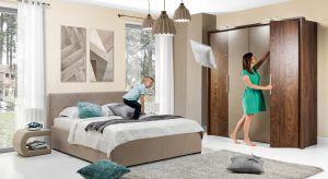 Jeśli cenimy sobie odpoczynek w zaciszu sypialni , z pewnością będziemy bardziej skłonni do wyboru mebli i dodatków w stonowanych kolorach – od szarości poprzez beże, aż po delikatne pastele.