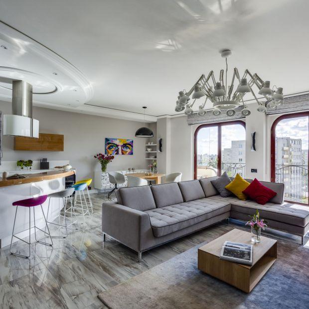 Stylowy salon: piękny projekt w szarościach