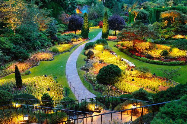 Piękny ogród - tak możesz zaplanować  oświetlenie