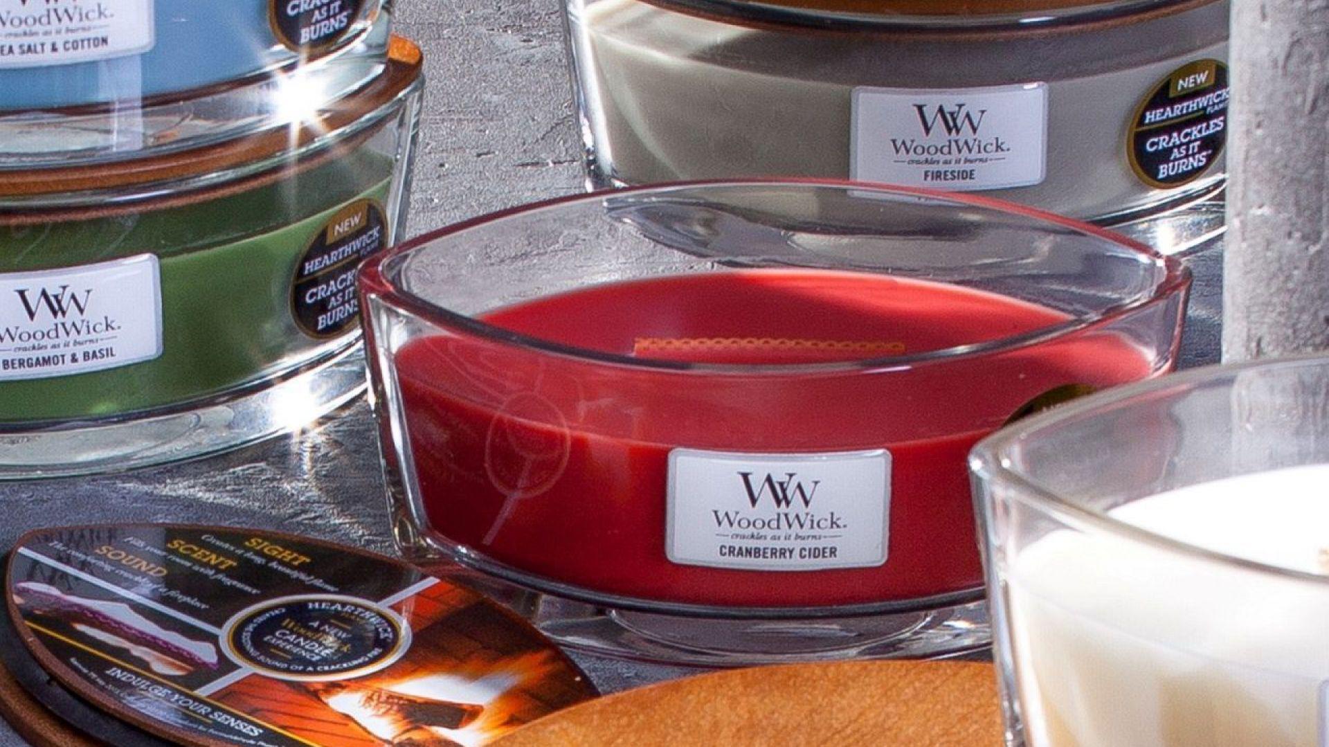 Prezenty na Dzień Matki. Świeca Hearthwick Flame Cranberry Cider. Fot. Dekoria.pl