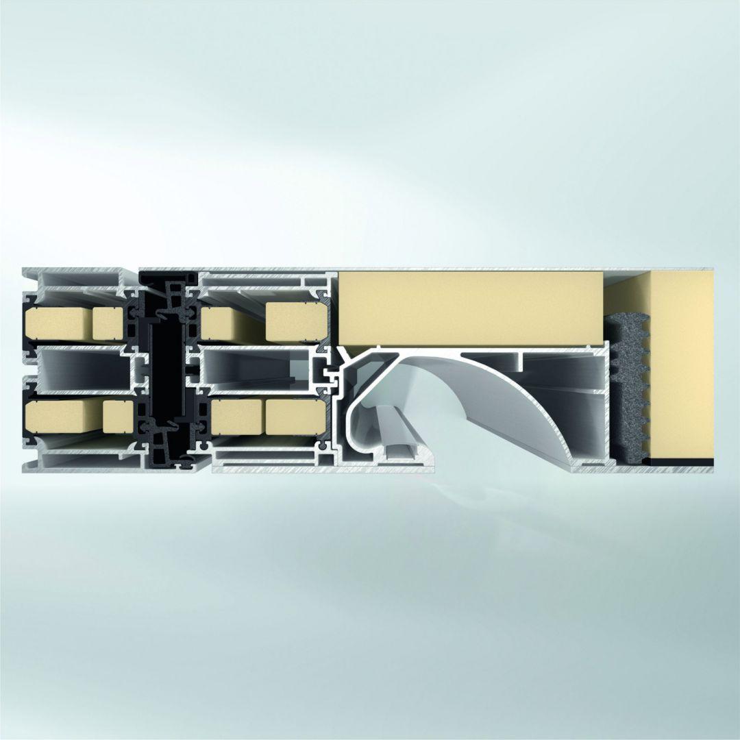 Drzwi z serii ADS 90.SI SimplySmart bazują na nowatorskiej konstrukcji pięciokomorowego profilu z uszczelnieniami nowej generacji, która w przypadku najwyższych wymagań cieplnych, takich jak np. w przypadku budownictwa pasywnego może być dodatkowo wyposażona w izolatory piankowe. Fot. Schüco