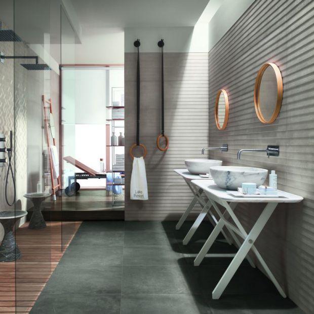 Nowoczesna łazienka: postaw na szarości, szkło i metal