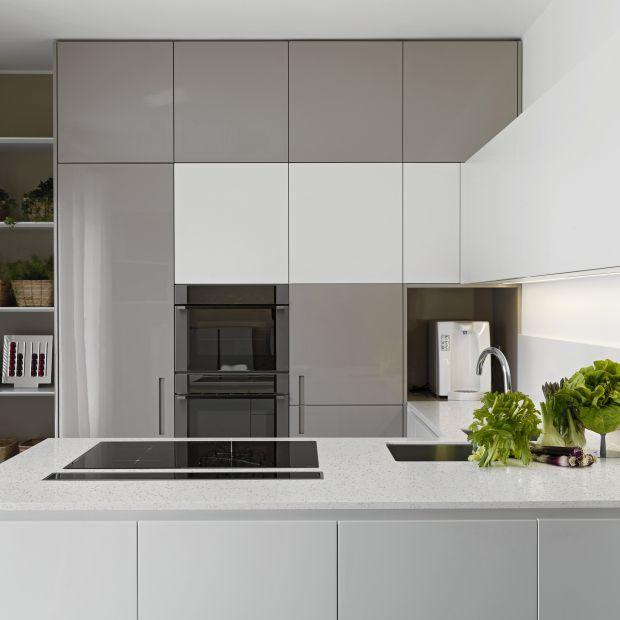 Biała kuchnia: wybierz ciekawe blaty