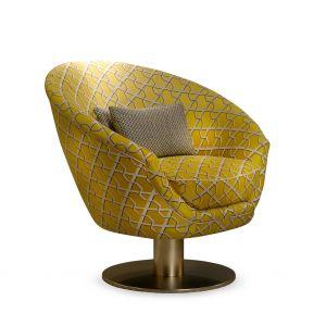 Fotel TONDA z wzorzystą tapicerką. Fot. Softhouse