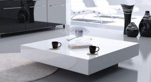 Stolik kawowy to jeden z kluczowych elementów wyposażenia nowoczesnego salonu. Znajdując się w centrum uwagi, powinien być jednak nie tylko funkcjonalny, ale też stanowić ozdobę wnętrza.