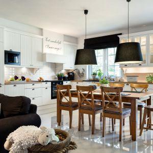 Kuchnia z miejscem do jedzenia.Fot. Studio Max Kuchnie VIGO.