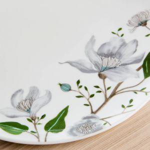 Piękna porcelana z motywem kwiatowym. Fot. Fyrklӧvern