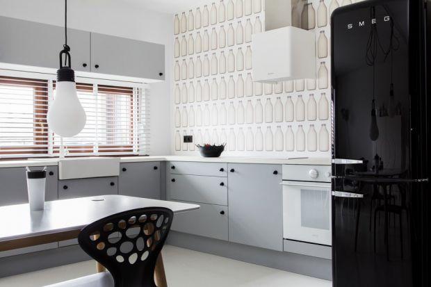 Piękna aranżacja białej kuchni bez górnej zabudowy