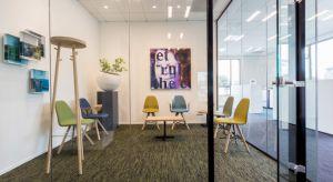 BM Housing wprowadza na polski rynek nową markę. Modele holenderskiego Spoinq to przykład designu, który pozwala na zaaranżowanie niebanalnych przestrzeni. Wytrzymałe i trwałe krzesła, kanapy czy stoliki Spoinq'a znajdą swoje miejsce wszędzie,
