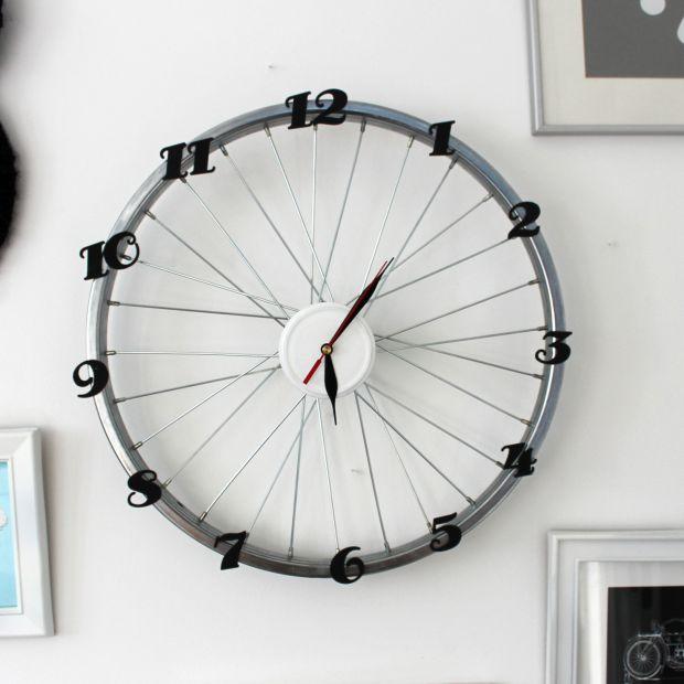 Oryginalny zegar - zrób go z koła od roweru