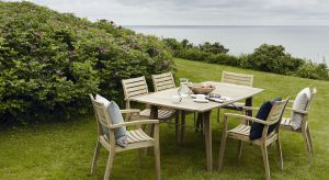 Wybierając meble do ogrodu zwróćmy uwagę na to, z jakiego materiału są wykonane.